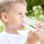 child-drink-water